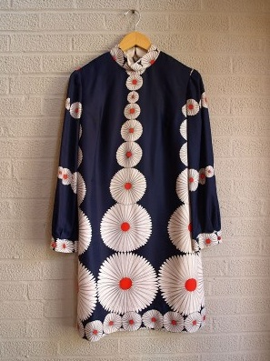 vintage 1960s daisy dress