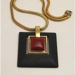 vintage 1970s trifari lucite necklace