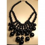 vintage 1970s chunky lucite bauble necklace