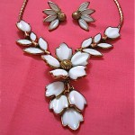 vintage 1953 trifari white glass floral necklace and earrings